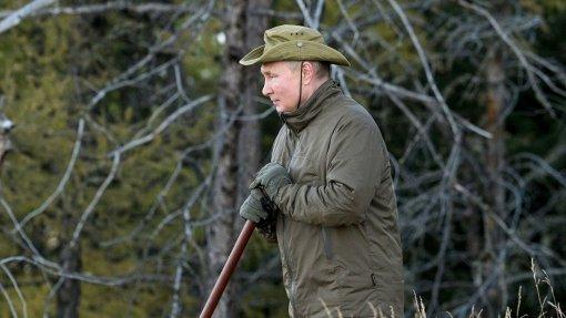 Кремль опубликовал кадры с отдыха Владимира Путина и Сергея Шойгу в Сибири
