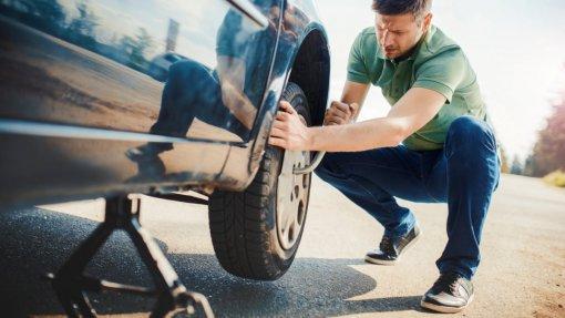Водителям в России объяснили, почему незаметная грыжа на шине является самой опасной