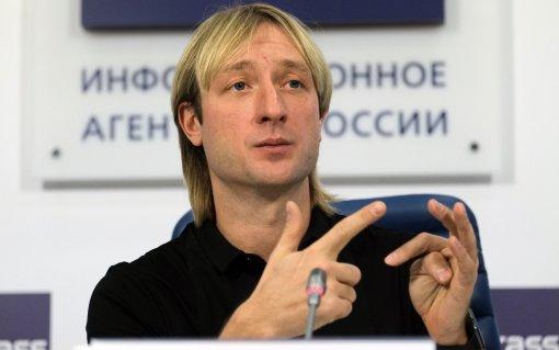 Тренер Евгений Плющенко показал двух своих медалисток первенства Москвы