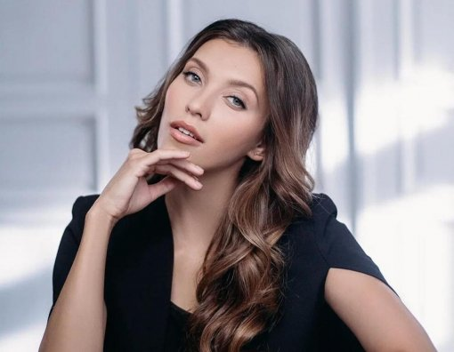 Ведущая Тодоренко показала новый цвет волос, от которого ее муж Топалов в восторге