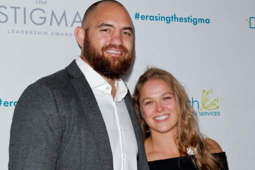 Экс-чемпионка UFC Ронда Роузи и ее муж Трэвис Браун впервые стали родителями