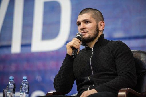 Боец Хабиб Нурмагомедов показал тренировку в своей школе единоборств
