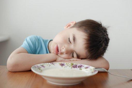 Педиатр Комаровский объяснил, что делать, если ребенок плохо встает по утрам