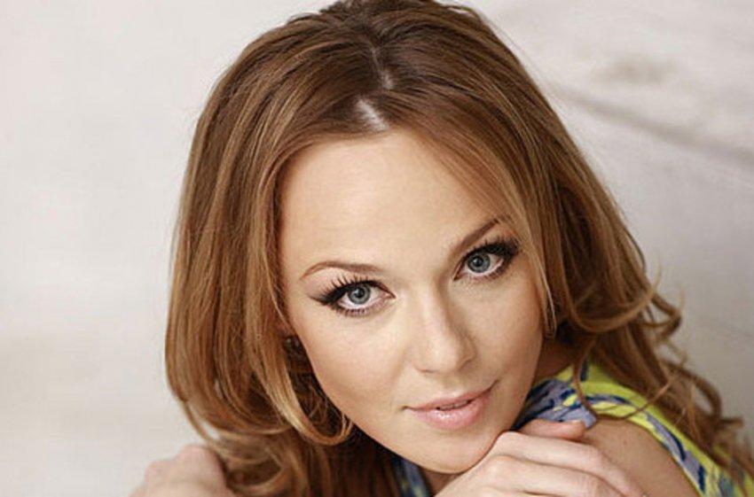 Певица Альбина Джанабаева объяснила своё отсутствие на празднике свекрови