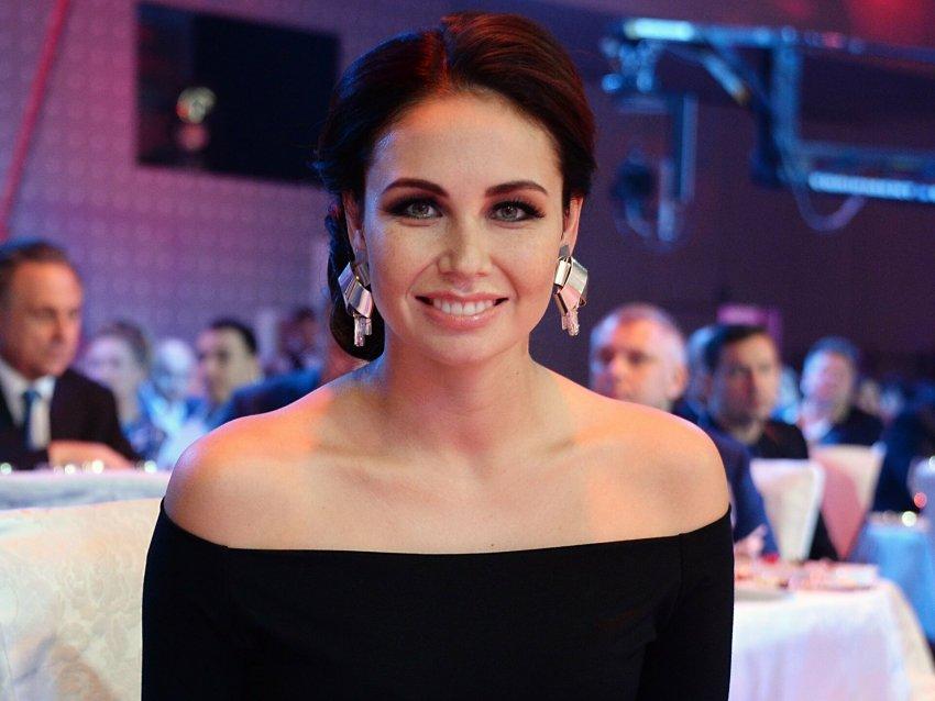 Телеведущая Ляйсан Утяшева призналась, что склонна к набору лишнего веса