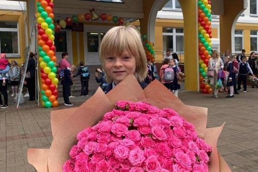 Фигурист Евгений Плющенко отвел своего 8-летнего сына Сашу во второй класс