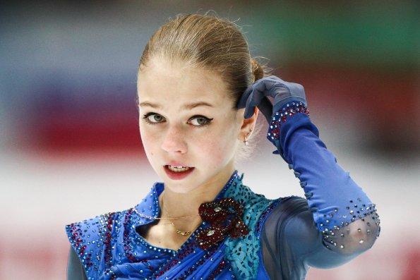 Фигуристка Александра Трусова показала фото с дочерью тренера Этери Тутберидзе Дианой Дэвис