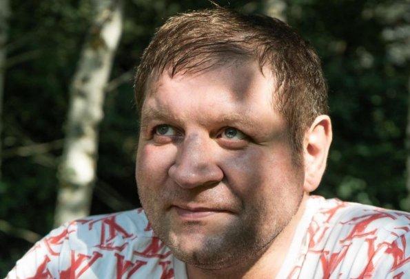 Боец Александр Емельяненко жёстко раскритиковал Олега Тактарова