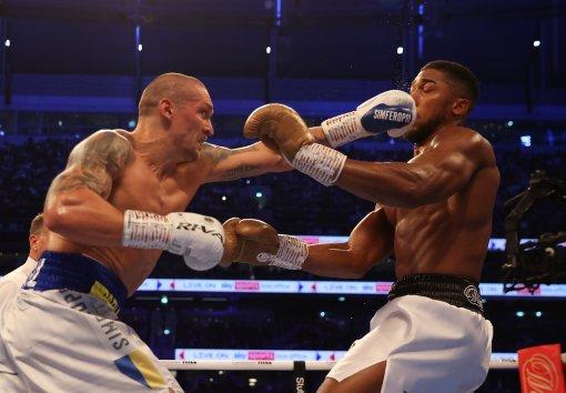 Боксёр Александр Усик считает свою победу очень важной для Украины