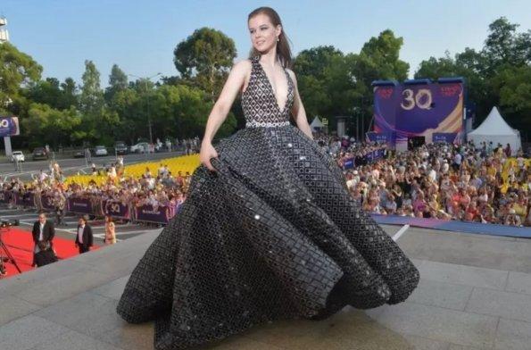 «Грязные танцы» актрисы Шпицы с мужем на «Кинотавре» обсуждает вся Россия