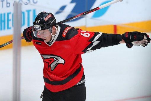 Хоккеист Сергей Шумаков рассказал, почему не смог сработаться с Бобом Хартли в «Авангарде»