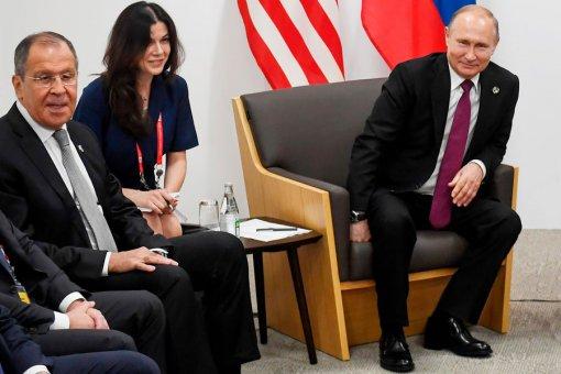 Пресс-секретарь президента РФ Песков сообщил, что переводчиц Путину подбирает МИД