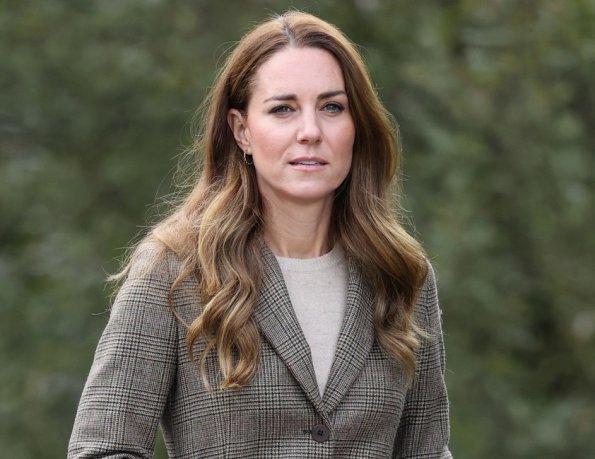 Спустя два месяца герцогиня Кейт Миддлтон вышла в свет в шотландском образе