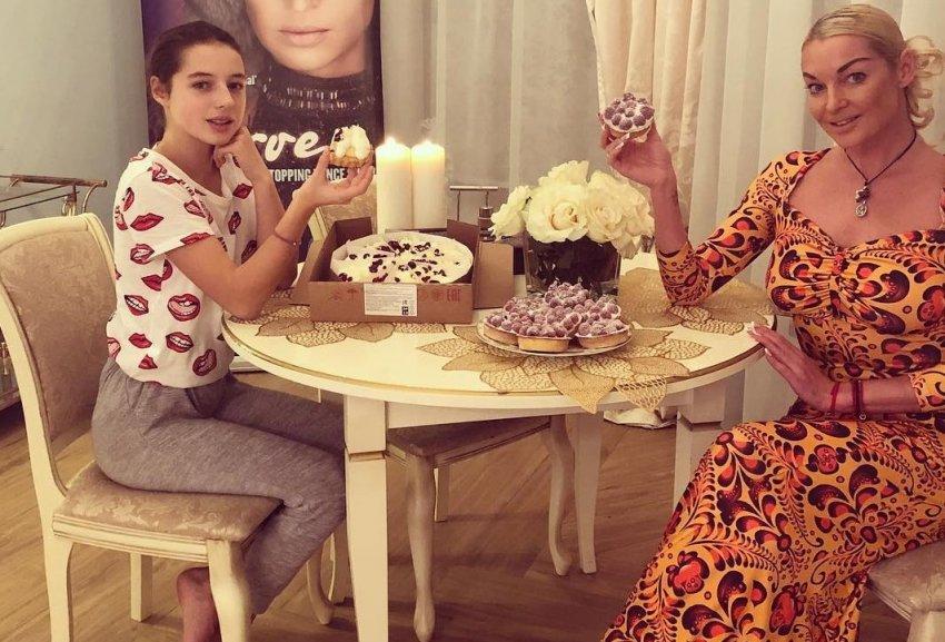 Дочь балерины Анастасии Волочковой получила на день рождения портрет