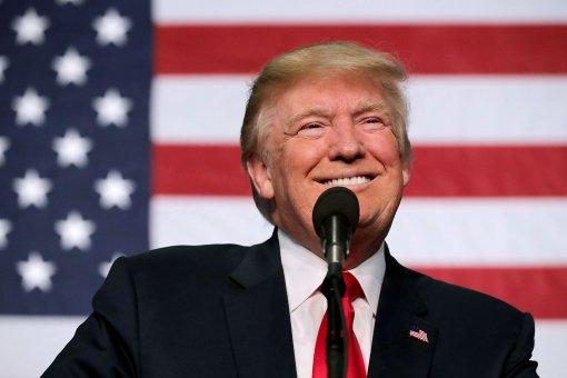 Бывший президент США Дональд Трамп вместе с сыном будет комментировать бой Холифилд - Белфорт