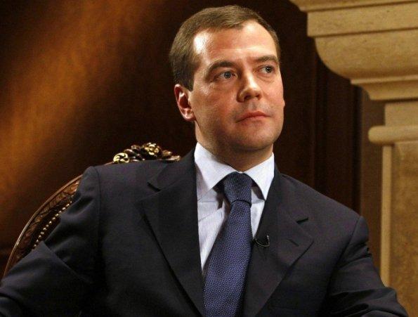 Глава Совбеза Медведев считает, что неправильно избираться в Госдуму после президентского срока