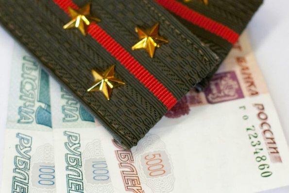 Президент России Путин поручил предусмотреть в бюджете средства на индексацию жалования военным