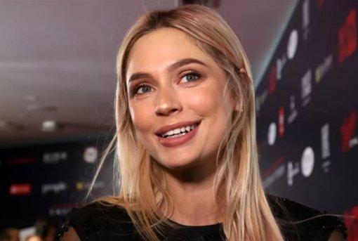 Актриса Наталья Рудова шокировала поклонников глубоким декольте на видео
