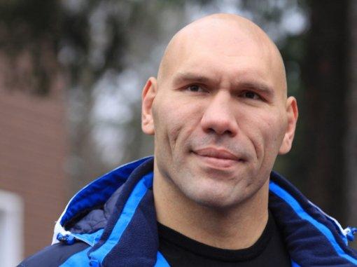 Боксер и депутат Госдумы Николай Валуев прокомментировал отказ Дзюбы от вызова в сборную