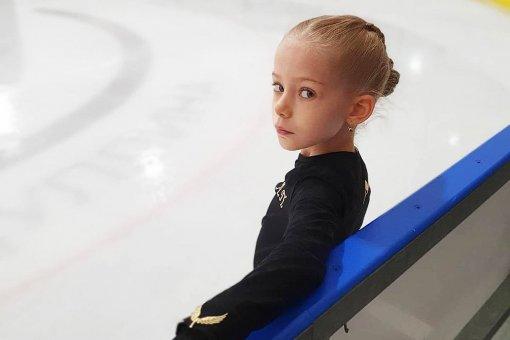 9-летняя фигуристка Арина Парсегова исполнила тройной аксель на полу