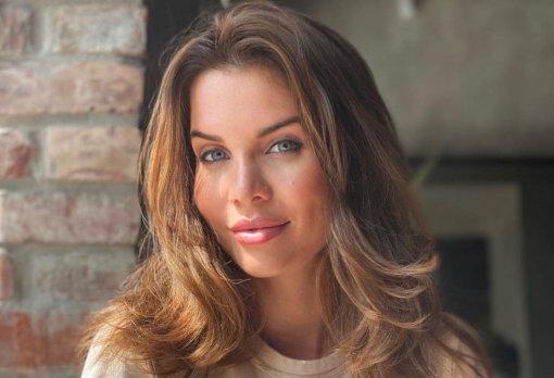 Звезда «Дома-2» Александра Гозиас получила в подарок от мужа машину стоимостью 7 миллионов рублей