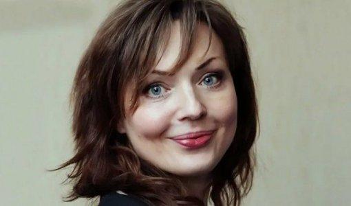 Ведущий Борис Корчевников показал актрису, голос который используется при озвучке виртуального помощника «Алиса»
