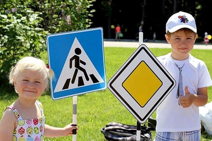 В России предложили ввести проверку знаний ПДД у школьников в форме ЕГЭ